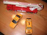 1 Feuerwehrauto, 1 ADAC-Auto und 1 Taxi