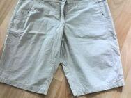 Bermuda Shorts in beige Gr. 42 NEUWERTIG - Hameln