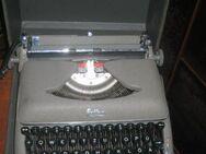 antike Schreibmaschine Erika mit Koffer - Bad Belzig Zentrum