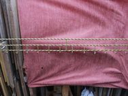 goldenfarbene Metallgarderobe mit 12 Haken, 131cm Länge - Bad Belzig