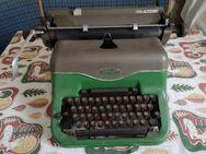 alte manuelle Schreibmaschine - Rietheim-Weilheim