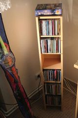 CD/DVD-Ständer aus hellbraunem Holz, 108cm hoch
