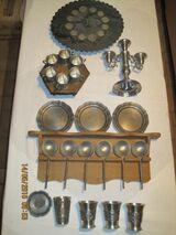 Zinngebrauchs- und Deko-Artikel: Becher, Krüge, Löffel, Teller, Uhr
