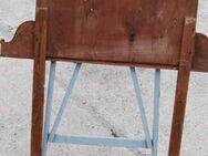 Jugendstil Spiegeloberteil für eine Kommoden / Spiegelrahmen in Nussbaum - Zeuthen