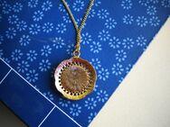 Halskette mit Medaillon,Modeschmuck,ca. 34 cm zusammen,Alt - Linnich