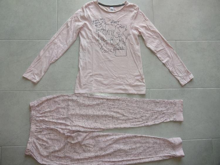 Mädchenschlafanzug mit Katzenmotiven zu verkaufen *Größe 170* - Walsrode