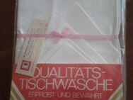 1 Stck. Gedeck- Tischtuch mit 4 Servietten in weiß, Neu- noch in OVP - Leipzig Ost