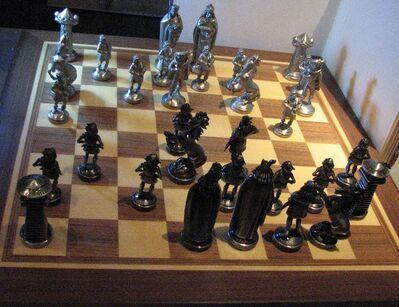 Schach Zinnfiguren Germanen gegen das Mittelalter  mit Brett - Spraitbach