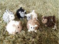 Schaf gehäkelt als Schlüsselanhänger oder Taschenbaumler, Handarbeit - Koblenz