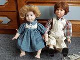 Porzellan Puppenpaar  mit selbstgebauter Bank