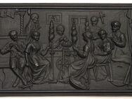 Metal-Guss-Reliefplatte, Haushaltsszene, 44,5 x 25,5 cm - Münster