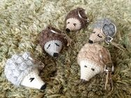 Igel gehäkelt als Schlüsselanhänger oder Taschenbaumler, Handarbeit - Koblenz