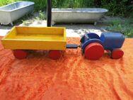 Altes DUSYMA Spielzeug, Traktor mit Anhänger Holz, Holzauto / Ziehauto Fahrzeug - Zeuthen