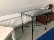 """Glastisch, Ess- oder Küchentisch, mit """"antiken"""" Fuß - Hannover"""