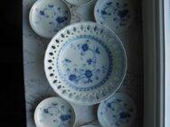 Victoria Blue No. 7050: 1 Durchbruch-Schale/Gebäckschale 18 cm + 5 Konfektteller/Snack-Teller 10 cm, Sigma Porzellan- zusammen 39,- - Flensburg