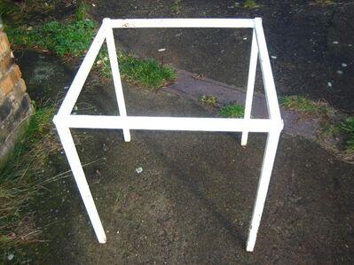 Glastisch für Garten, mit weißen Metalluntergestell - Bad Belzig Zentrum