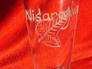 Glas mit Mallornblatt