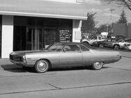 1970 Chrysler Newport Schriftzug Emblem am Kotflügel - Pleidelsheim