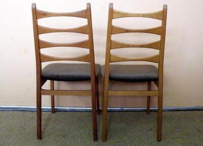 Zwei Stühle der 20er Jahre / Holzstühle im Danish Design - Zeuthen