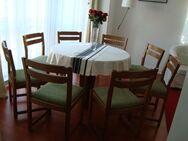 Esszimmertisch, ausziehbar, 8 Stühle - Wiesbaden