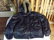 Fishbone Inc Premium Development Jacke mit fake fur Einsatz Size L Art 36-522 Colour Black Season 2 Theme 999 Kapuze mit Fellimitat Fishbone Logo am rechten Ärmel viele Taschen Kleidung NEU VERKAUFSWARE - München Altstadt-Lehel
