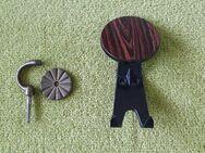 Kleiderhaken, Haken, 1x Messing mit Messingrosette, 1x Kleiderhaken (Vintage) aus den 50er/60er-Jahren - Ehra-Lessien