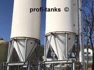 P109 gebrauchtes 50.000L Polyestersilo GFK-Silo mit Trichter & Unterfahrgestell 12m Lagertank für Mehl Flüssigfutter Trockenfutter MolkeMelasse Salzsole Wasser - Nordhorn