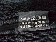 Warme Jacke Gr.M , Maße und Material  siehe Fotos - Kassel