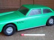 grünes Spielzeugauto, DDR - Dresden
