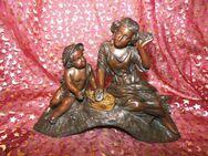 Antike Figur junge Frau mit Putte um 1900 / Bronzeoptik / Historismus Frankreich - Zeuthen