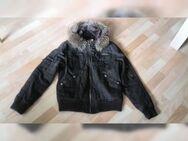 Jacke in braun mit kaputze in Gr. 40 Sehr guter Zustand - Hameln