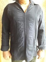 dunkelblaues Herrenhemd