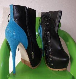 Stiefelette schwarz-blau Gr. 40, High-Heels, Sky-Heels, gebraucht - Köln