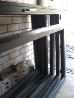Fenster-Rahmen, Alu-Mehrkammer-Ausführung, neuwertiger Zustand - Simbach (Inn)