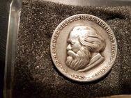 Karl Marx Abzeichen , Silber 900 , Proletarier aller Länder vereinigt euch - Neubrandenburg