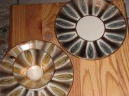 Bavaria Elfenbein-Porzellan, Sammeltasse und zwei Unterteller, gelb und blau, Ausstellungsstück - Sehnde
