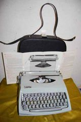 Antike Reiseschreibmaschine Bianca der 50er/60er Jahre / Sammlerobjekt