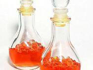 2 schöne Deko Flaschen mit Orange Farbene Flüssigkeit - Nürnberg