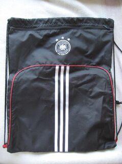 Neuer Schuhsack / Sportbeutel in Schwarz von ADIDAS im Design des Deutschen Fußball-Bundes / DFB; 100 % original und unbenutzt; zusätzliches Fach mit Reißverschluss für Socken, Schlüssel, oder ähnliches; 7 € - Unterleinleiter