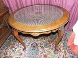 Runder, antiker Chippendale Tisch / Wiener Korbgeflecht / Stilmöbel