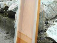 Schaukasten aus stabilem Holz, mit Glasfront. Maße: 1.25m lang, 0.32m breit, 0.15m tief. - Frankfurt (Main)