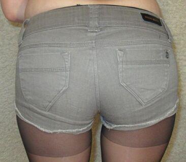 Hotpants / kurze Hose / Sommer / Kleidung / Frau / - München