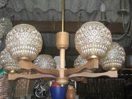 Deckenlampe Holz mit runden Glaskörper, 6 Birnen nach oben strahlend - Bad Belzig Zentrum