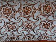 2 Tischdecken gehäkelt und gestärkt, reine Spitze gehäkelt weiß - Fulda