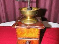 Antike Kaffeemühle ca. 1900 / Handkaffeemühle Mechanisch / Holz, Stahlmahlwerk