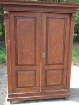 Antiker Kleiderschrank in Kiefer / alter zweitüriger Schrank zum Restaurieren