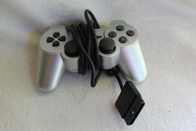 Silberner Sony Playstation Analog Controller; Dual Shock - Bad Belzig