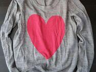luftiges Langarmshirt in grau mit Herzmotiv Größe M - Dortmund