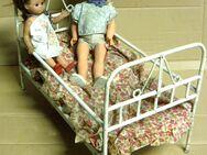 Altes Puppenbett + 2 Kinderpuppen - Dresden