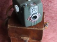 Grüne Dacia Kamera-Box mit Lederetui zum Umhängen - Bad Belzig